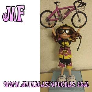 Muñeca Fofucha personalizada mujer con bici